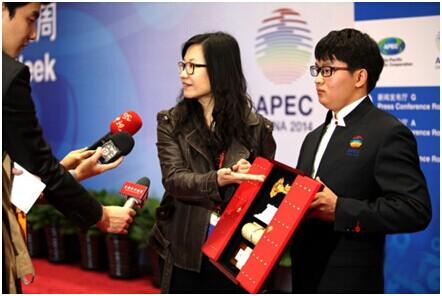 """记者了解""""北京城市钥匙""""国礼及外包装""""大红门""""情况"""