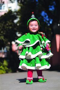 女儿穿着创意服装