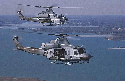 ????y?.[Z[_资料图:美国海军uh-1y下与ah-1z直升机