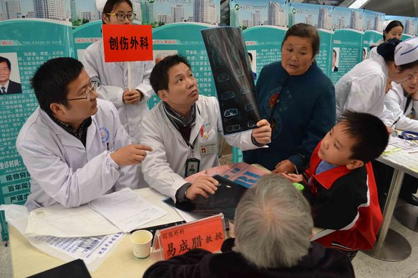 宣化县一中易卫东_同济医院30余名专家教授到同济黄州医院义诊(组图)-搜狐滚动