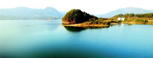 图文:仙人湖 崇山峻岭间那一片汪洋
