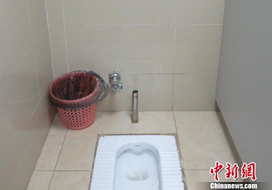 自拍自偷厕所_南京一男子专偷厕所脚踏冲洗阀 警方擒真凶(图)