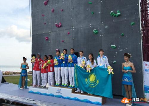中国女队获得女子团体速度接力赛冠军