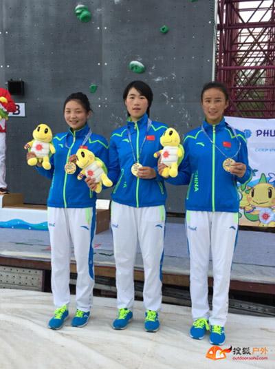 中国女队冠军队员(左起:潘旭华、何翠莲、仁青拉姆)