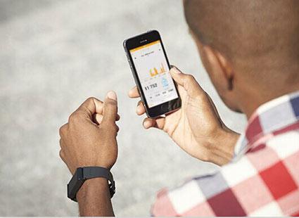 如此可见,新型智能手环带来的不仅仅是视觉上的冲击,更有功能上的与时俱进。相信未来,智能手环这一类的可穿戴设备将会成为主流,而智能产品也将逐渐取代日常用品成为人们不可缺少的一部分。