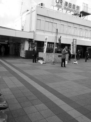 野田佳彦在街头孤独演讲