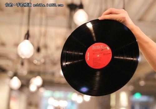 黑胶唱片做邀请函 魅族这次还是挺有腔调的