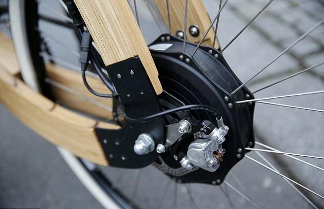 德国设计师发明木质电动自行车 售价高达3000欧元(组图)