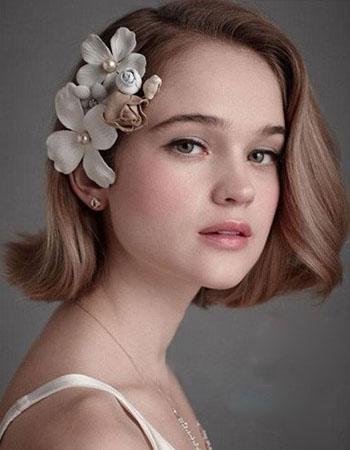 浪漫风: 鲜花头饰也是短发新娘的不错选择,你可以直接佩戴花环,也图片