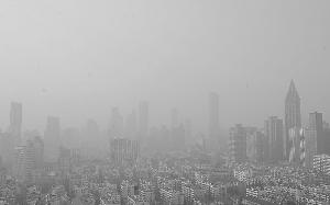 """南京污染等级飙至最高 天空被""""漆""""成灰色"""