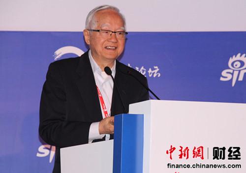 著名经济学家、国务院发展研究中心研究员吴敬琏在论坛上演讲。中新网 刘旭辉摄