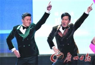 筷子兄弟现场表演《小苹果》
