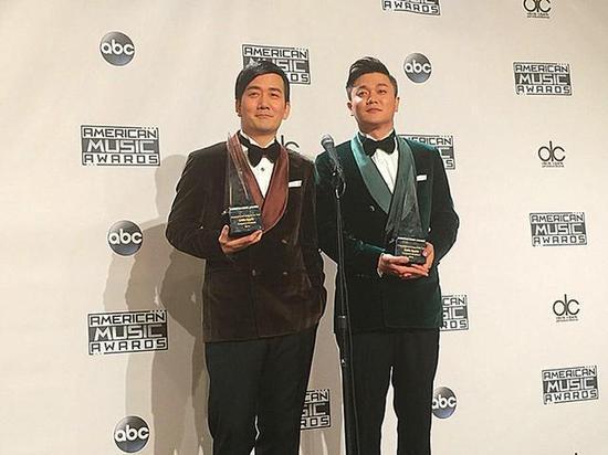 筷子兄弟在全美音乐奖典礼现场