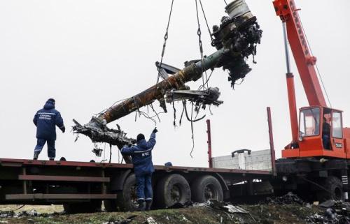 第一批残骸已经从坠毁地点运往了多列士。随后残骸将送往哈尔科夫最后在运往荷兰。俄塔社