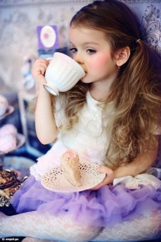 9岁小萝莉成国际超模 全球超萌萝莉盘点图片