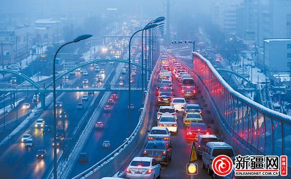 25日风雪夜乌鲁木齐发生交通事故267起(图)