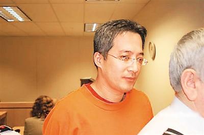涉嫌卷款人民币10亿元的原中国银行黑龙江省分行哈尔滨河松街支行行长高山于2012年8月回国自首。