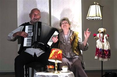今年在乌镇戏剧节演出的《追忆》,观众仿佛坐在演员家中。 Tommy Bay 摄