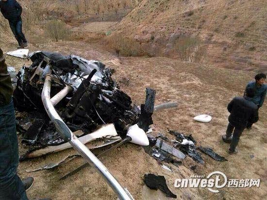 陕西榆林一架飞机坠毁 两名飞行员受伤