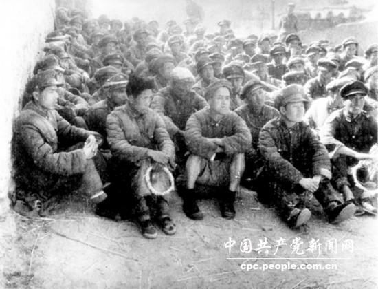 西北野战军在蟠龙战役中俘虏的国民党军第一六七旅官兵一部