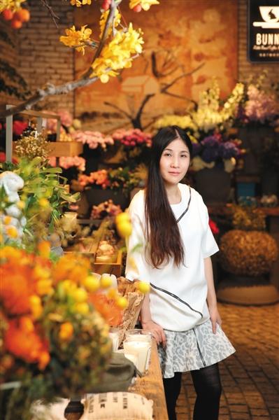 服装/maria luisa 拍摄地点/三里屯太古里南区野兽派花店内