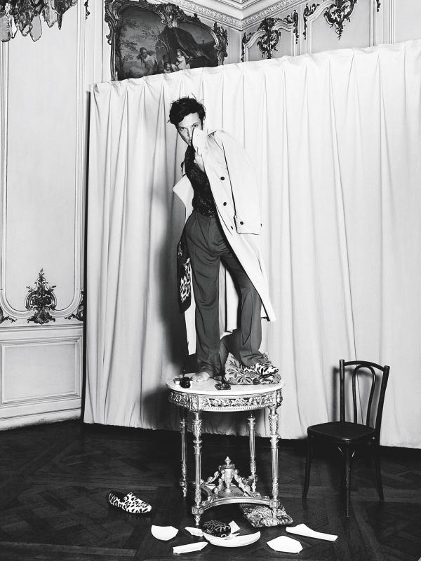 法国时尚杂志《Purple Magazine》上穿着战壕风衣的斯文·舒曼