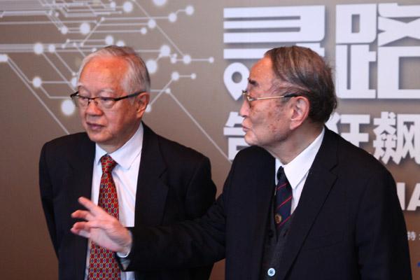 吴敬琏和厉以宁一同现身2014搜狐财经变革力峰会现场。