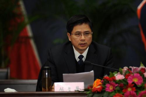 江西新余市委副书记、市长丛文景。