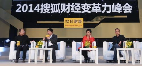 从左到右:主持人影视投资人、制作人谭飞,博纳影业董事长于冬,果麦文化董事长路金波,摩天轮文化传媒总经理杜扬