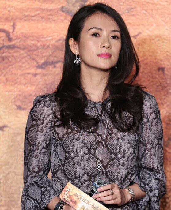 11月27号,在《太平轮》北京首映礼的后台