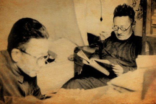 刘文典(右一)。