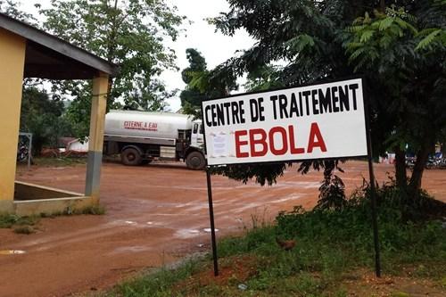 世界银行承诺为几内亚抗击埃博拉提供支持。儿基会/Suzanne Beukes