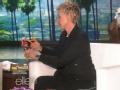 《艾伦秀第12季片花》S12E60 艾伦现场给布雷迪娃娃剪发