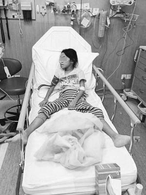 病危的8岁中国女孩菲比L