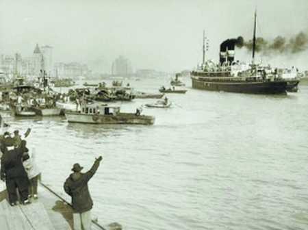 关于太平轮并没有真实的照片流传于世,图为中联轮船公司另一艘轮船离岗