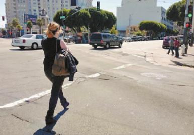 走在大街上,她会被偷拍