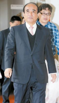 """国民党中常委林荣德提案,要求撤销台湾""""立法院长""""王金平(见图)党籍诉讼案,该提案可望列为10日国民党中常会第一案,王金平的下一步备受关注。图:台湾《联合报》"""