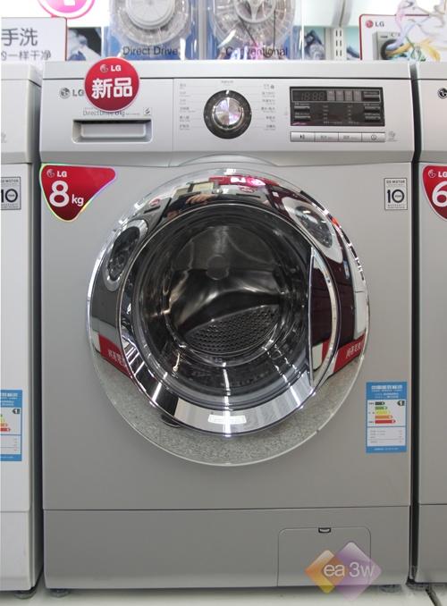 这款LG WD-T14415D采用了银灰色机身,搭配银光舱门前,显得格外高贵典雅。8KG的洗涤容量,也算是目前市场上的大容量滚筒,对于洗涤床单、被罩也都毫不费力。