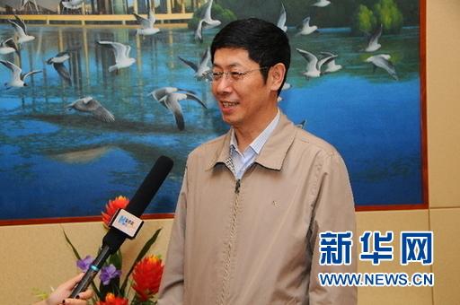 图为鸡西市副市长杜吉君接受新华网采访。(新华网王晗)