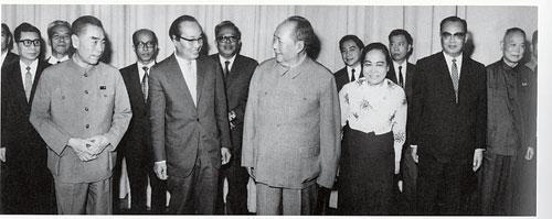 1971年8月,毛泽东主席会见来访的缅甸联邦革命委员会主席、政府总理奈温(前排左二)。此后,缅共得到的外援随之减少