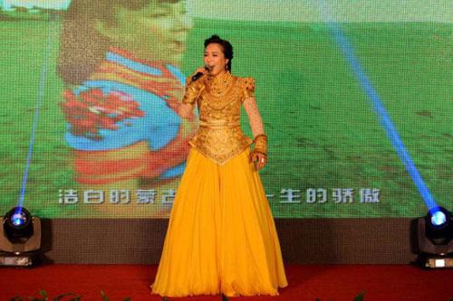 乌兰托娅演唱歌曲-乌兰托娅全球巡演启动 第十张专辑火爆推出