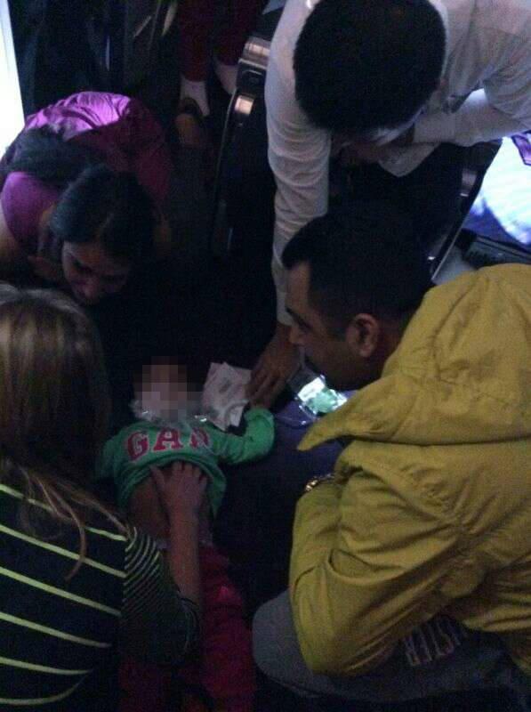 航班空中排30吨油紧急备降 因乘客突发病需抢救