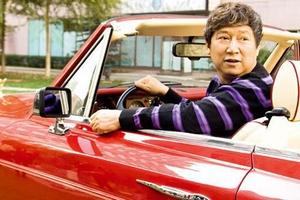 豪车里的中国人 超豪华车遍布大街小巷