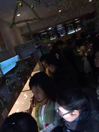 一鸣杭州门店,蛋糕和牛奶上午3小时基本被抢购一空