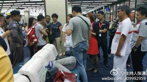 南航国际空姐工资_2名中国游客飞机上侮辱空姐 航班返程泰国(组图)-搜狐滚动