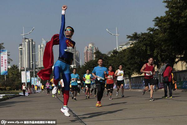 图文:珠海国际半程马拉松 特殊造型