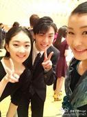 图文:李子君庆祝18岁生日 剪刀手