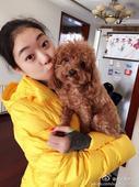 图文:李子君庆祝18岁生日 和狗狗合影