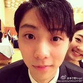 图文:李子君庆祝18岁生日 和羽生结弦