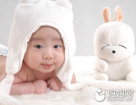 5个月BB穿太多得肺炎!一招看宝宝冷or热
